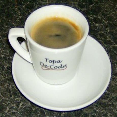 Americano coffee served in Topa De Coda branded cups