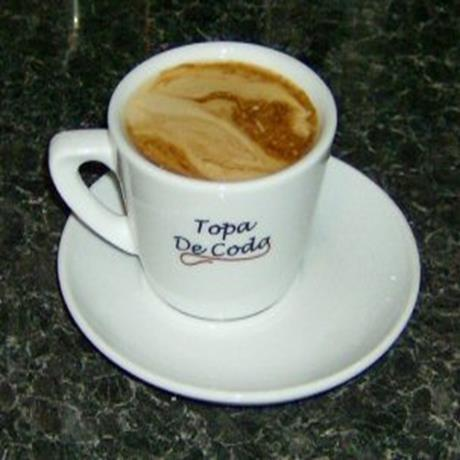 Traditional Caffe Latte coffee served in Topa De Coda branded cups