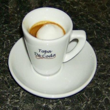 Espresso Macchiato coffee served in Topa De Coda branded cups